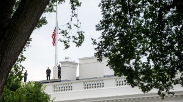 The flag is lowered at the White House for the Chattanooga victims. Image by Andrew Harnik, AP, found on scrippsmedia.