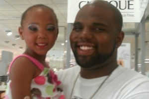 Ke-Arre Stewart with his younger daughter. Image found on GoFundMe page for family.