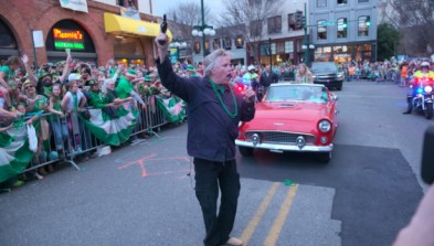 Gary Busey was the official starter of this year's parade in Hot Springs. I'm sure I'm not the only one queasy from seeing a gun in his hand (just a starter's pistol, but still ...). Image found on World's Shortest St. Patrick's Day Parade.